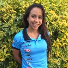 Ana Puga, practica ciclismo desde hace seis años. Es diseñadora industrial. Este año ganó la CRI del Gran Fondo UCI SLP y fue séptima en esa modalidad en el Campeonato Nacional de Ruta. Este año representó al país en competencias internacionales de Bicicleta de Piñón Fijo.